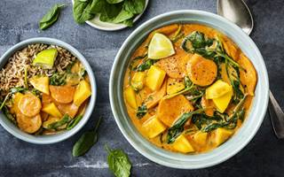 Curry met mango, spinazie en kokos