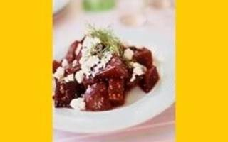 Salade tiède de betteraves rouges, à la feta et à l'aneth