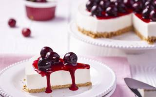 Gâteau cheesecake froid aux cerises