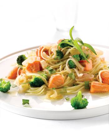 Capellini met zalm en broccoli